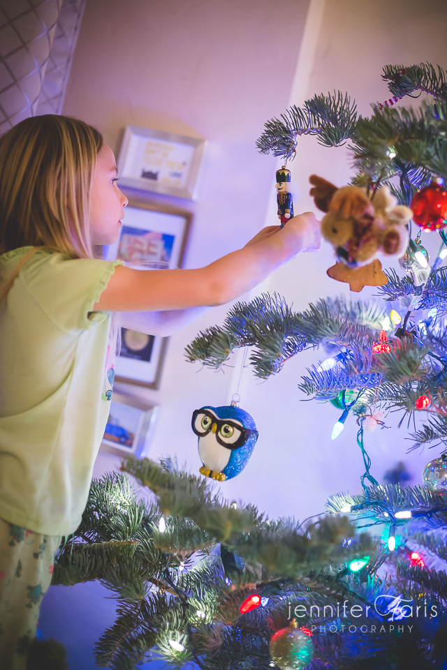 tree-decorating-2013-10