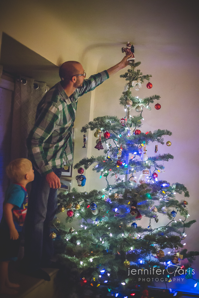 tree-decorating-2013-16