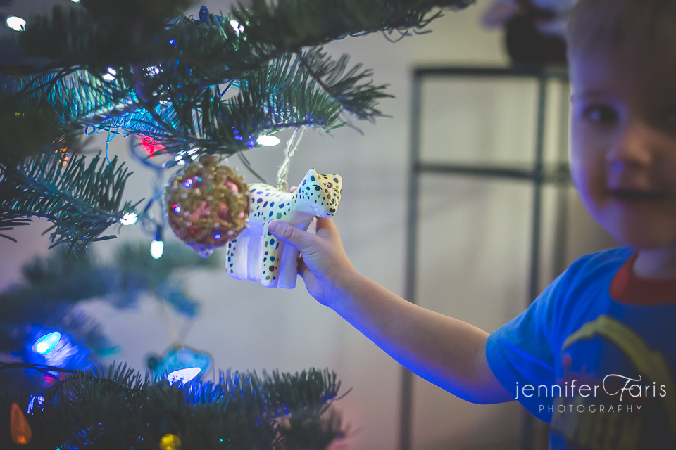tree-decorating-2013-8